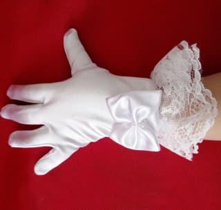 Детские перчатки с оборкой и бантиком