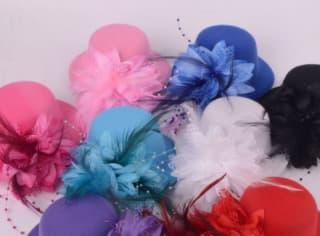 Шляпка-заколка из фетра с цветком