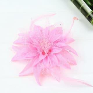 Цветок на заколке с белыми крапинками