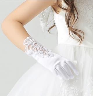 Детские перчатки атласные с ажурной вставкой