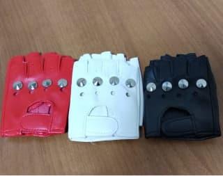 Перчатки с заклепками без пальцев