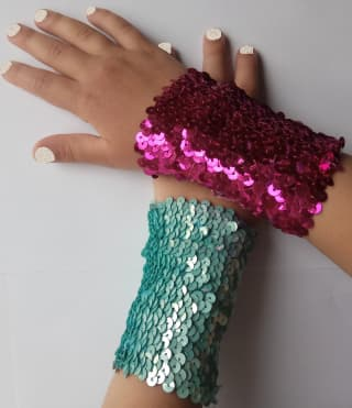 Браслет с пайетками на руку разных цветов