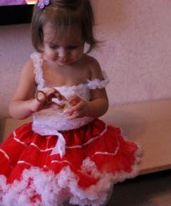 Пышная красная юбочка с белой оборкой и майка под юбку