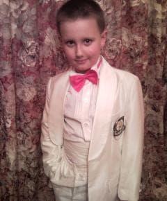 Костюм нарядный белый на мальчика